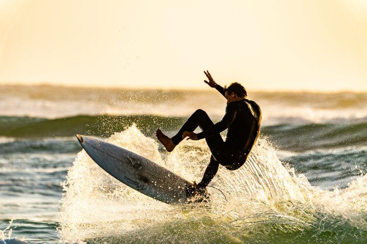 action-athlete-beach-1654489